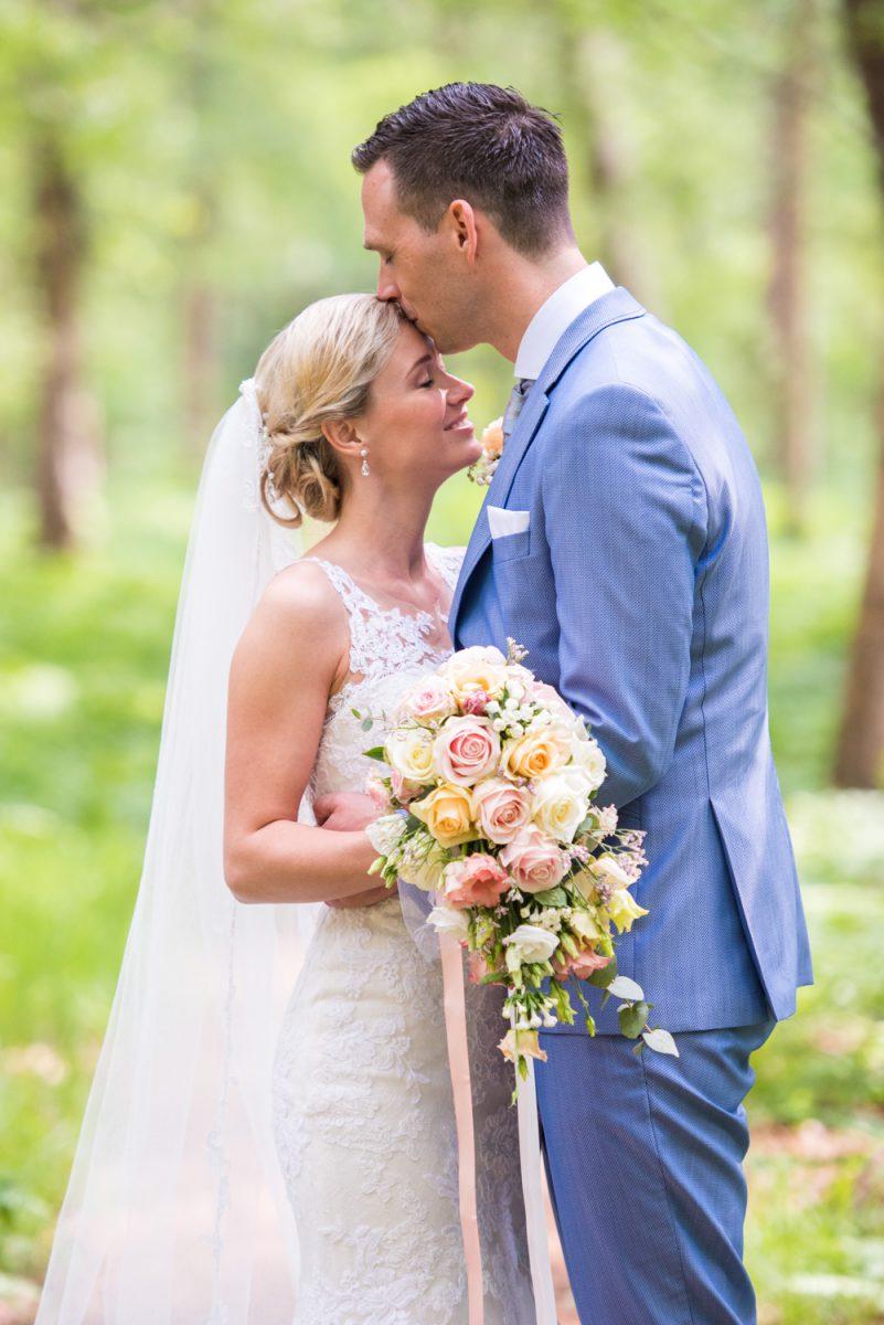 Monieke en Harno - Trouwen op het Landgoed Nienoord - trouwfotografie door Ana