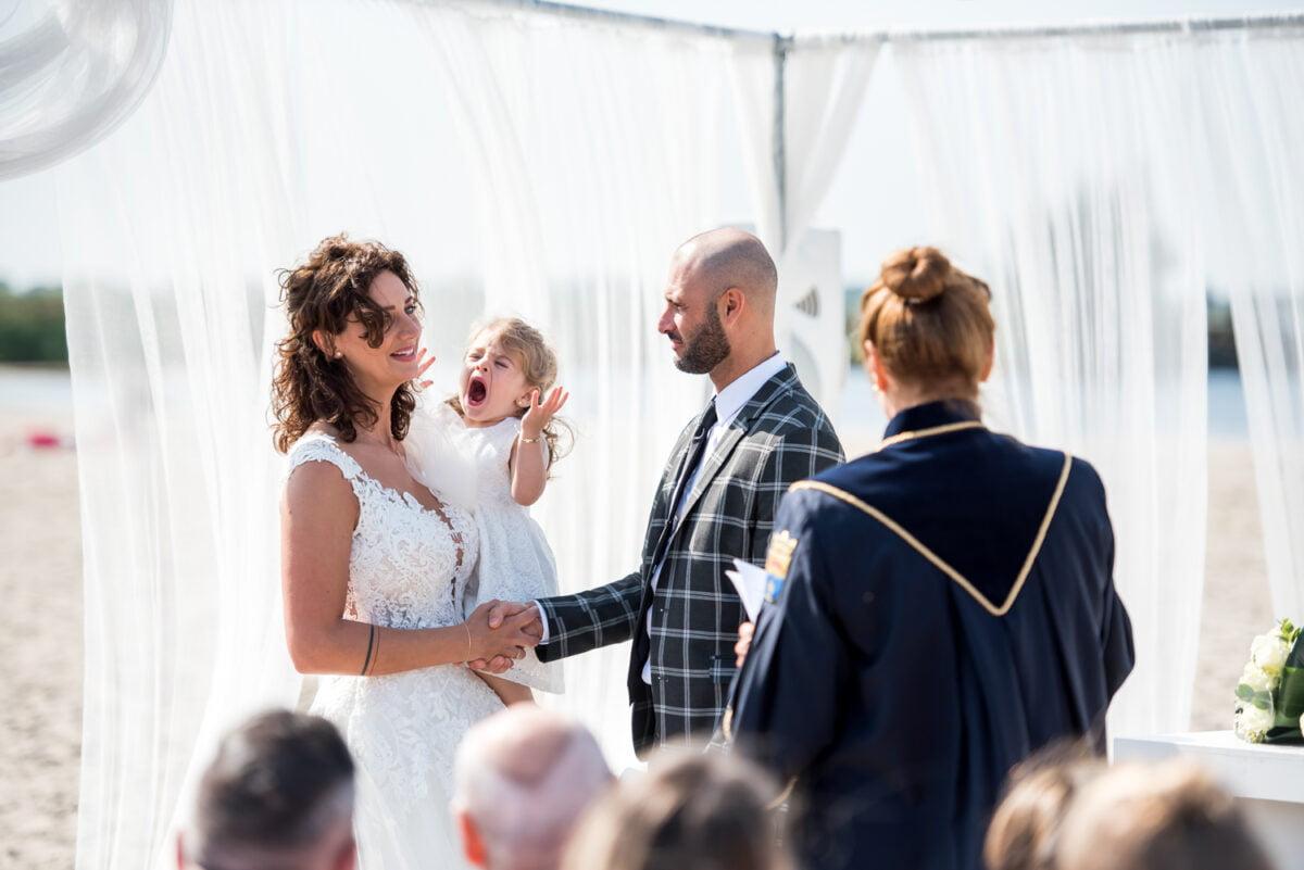 Mettha en Andrea – Beach wedding in Lemmer